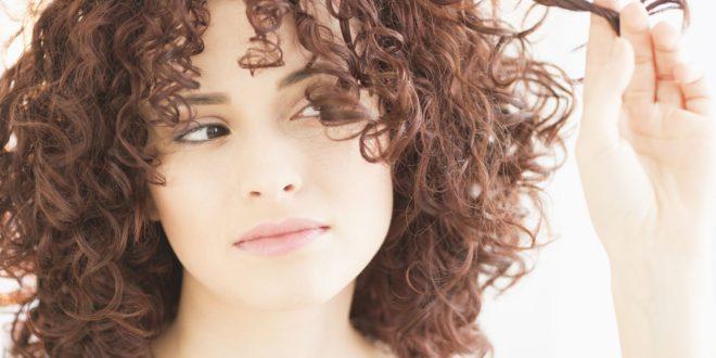 Pourquoi les cheveux deviennent cassants après une coloration ?